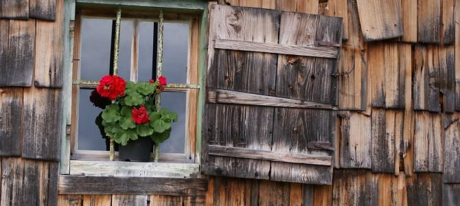 window-811715_1280-670x300